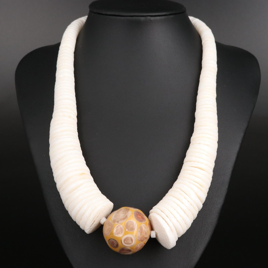 Graduating Shell and Resin Necklace