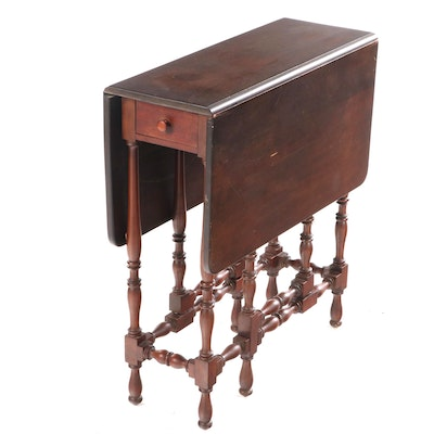 English William and Mary Style Walnut Gate Leg Table, Early 20th Century