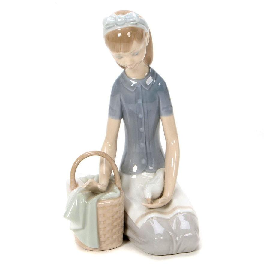 "Lladró ""Dove on the Lap"" Porcelain Figurine Designed by Francisco Catalá"
