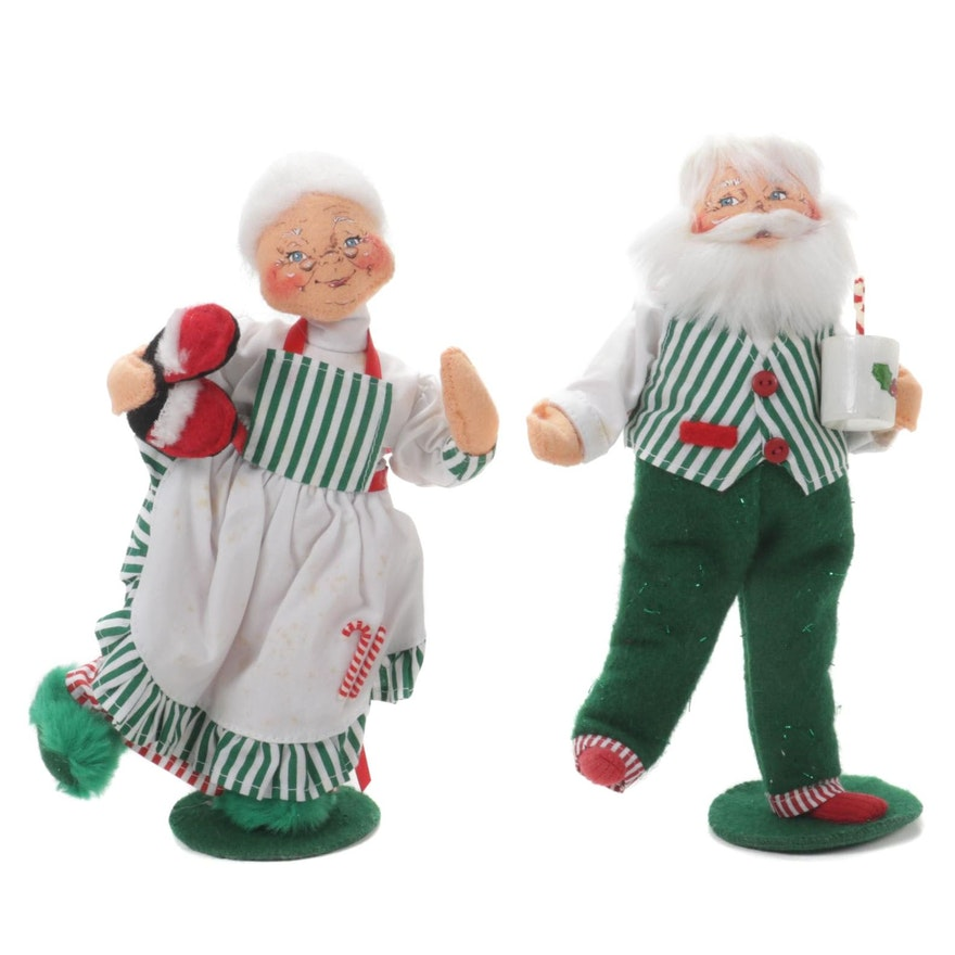 Annalee Mobilitee Santa and Mrs. Clause Wearing Slippers, 2006
