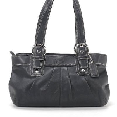 Coach Shoulder Bag in Black Leather with Contrast Stitching