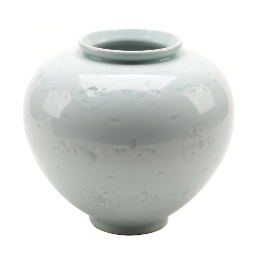 Chinese Porcelain Planter with Flying Phoenix Motif
