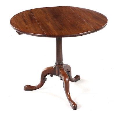 Queen Anne Style Walnut Drop Leaf End Table, Early 20th Century