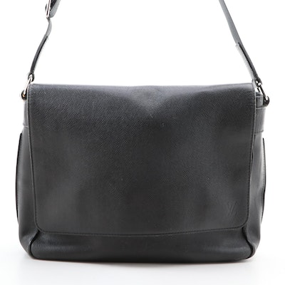 Louis Vuitton Roman MM Messenger Bag in Anthracite Taiga Leather