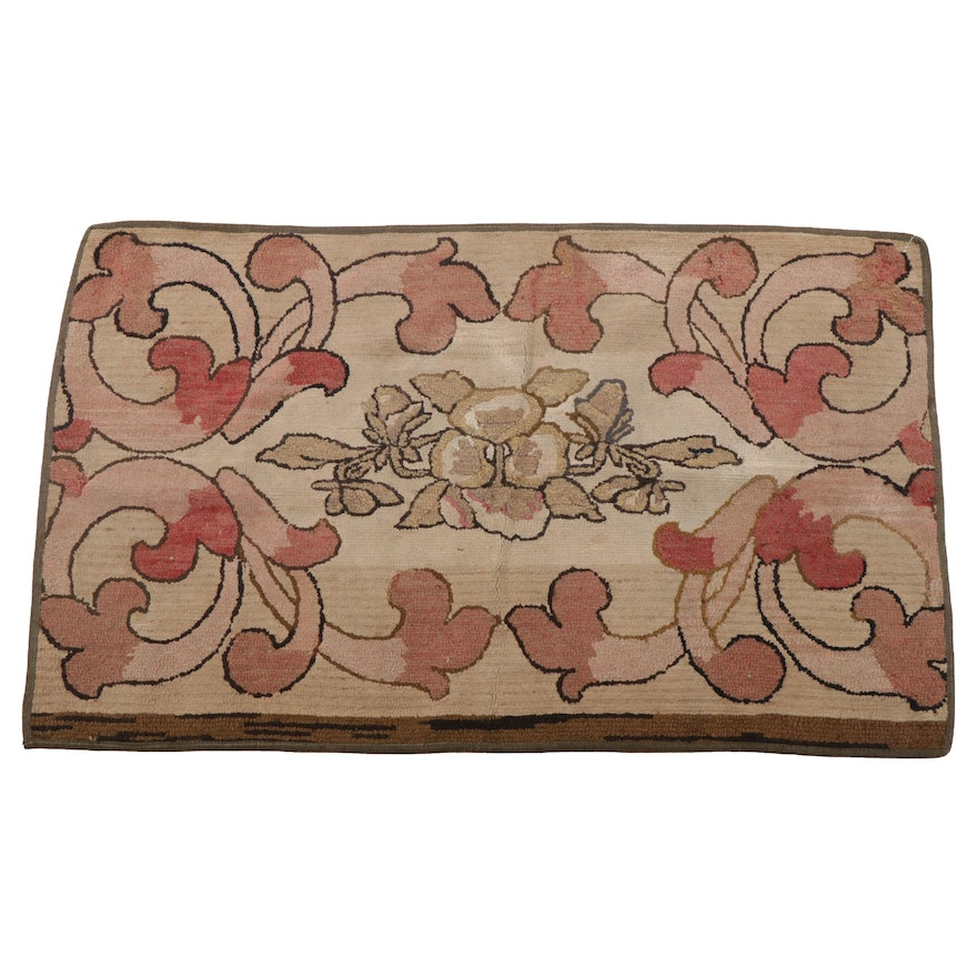 2'3 x 3'8 Hand-Hooked American Floral Accent Rug
