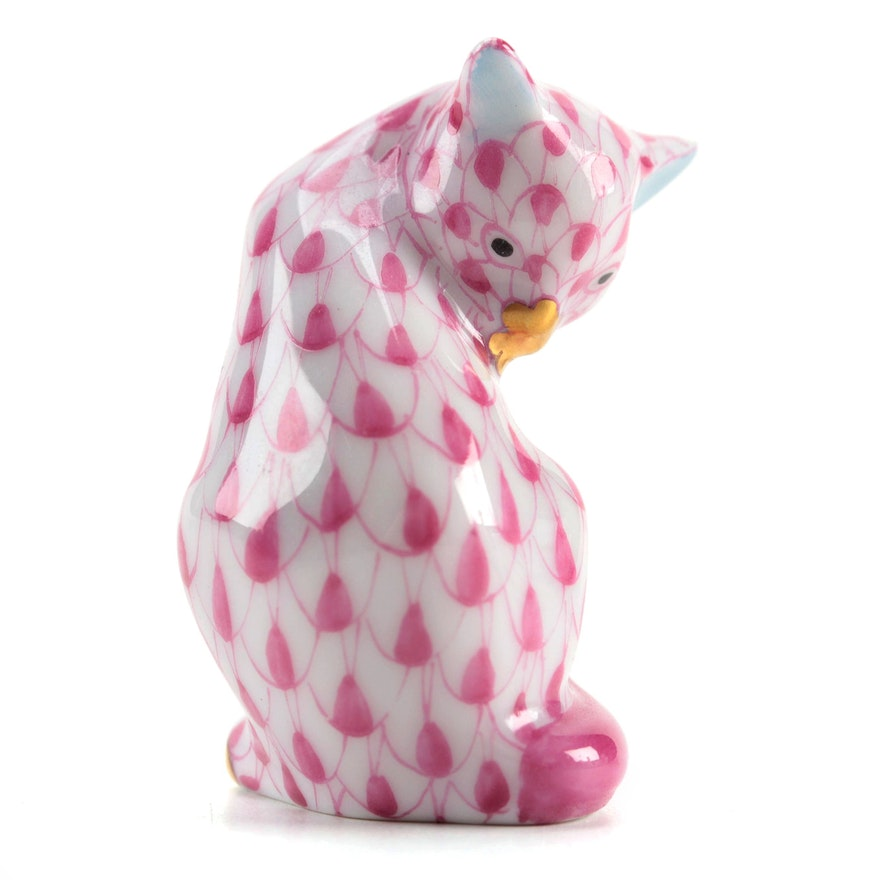 """Herend Raspberry Fishnet with Gold """"Miniature Cat"""" Porcelain Figurine"""