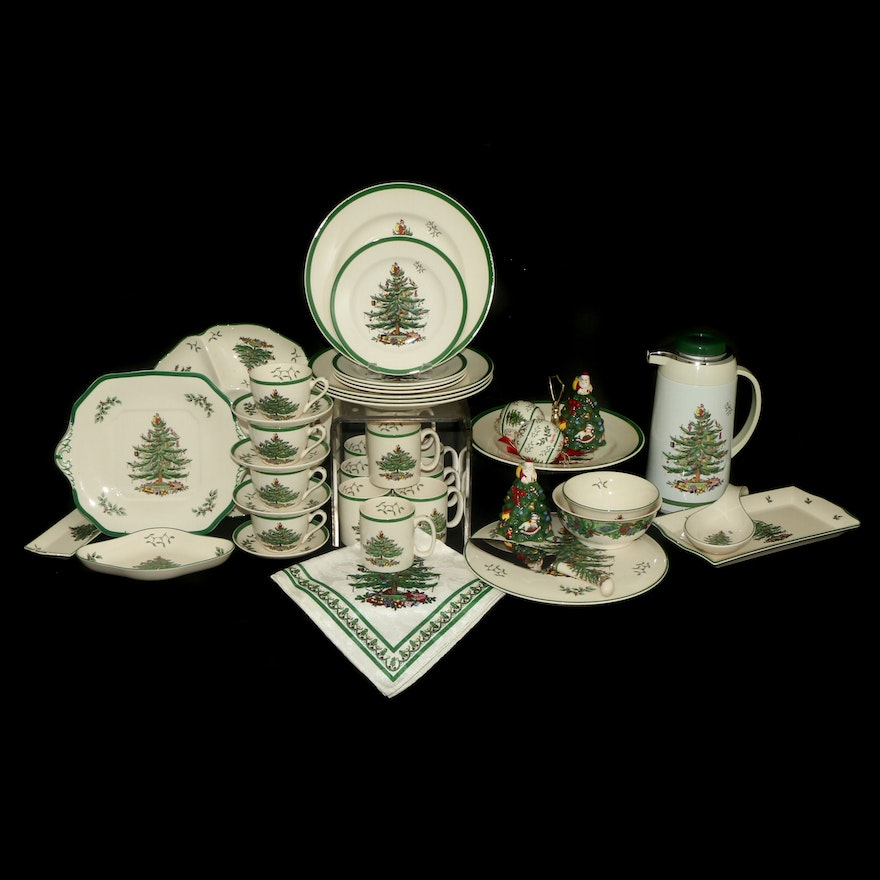 "Spode ""Christmas Tree"" Coffee Set, Serveware and Table Accessories"