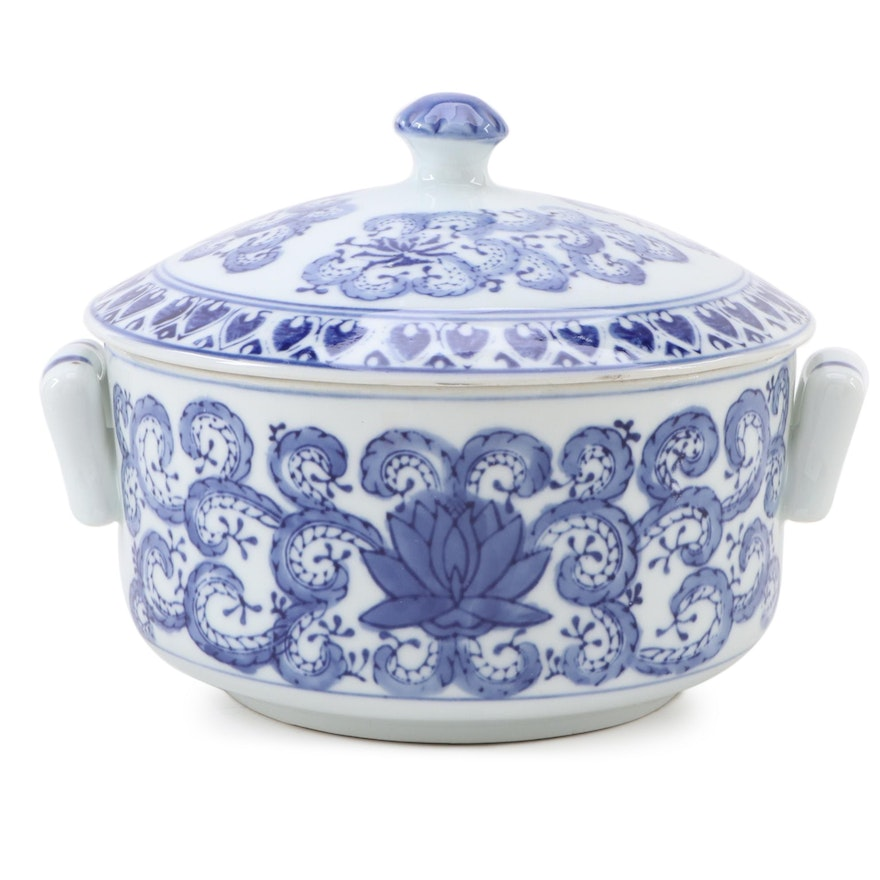 Guangzhou Arts & Crafts Blue and White Porcelain Covered Dish