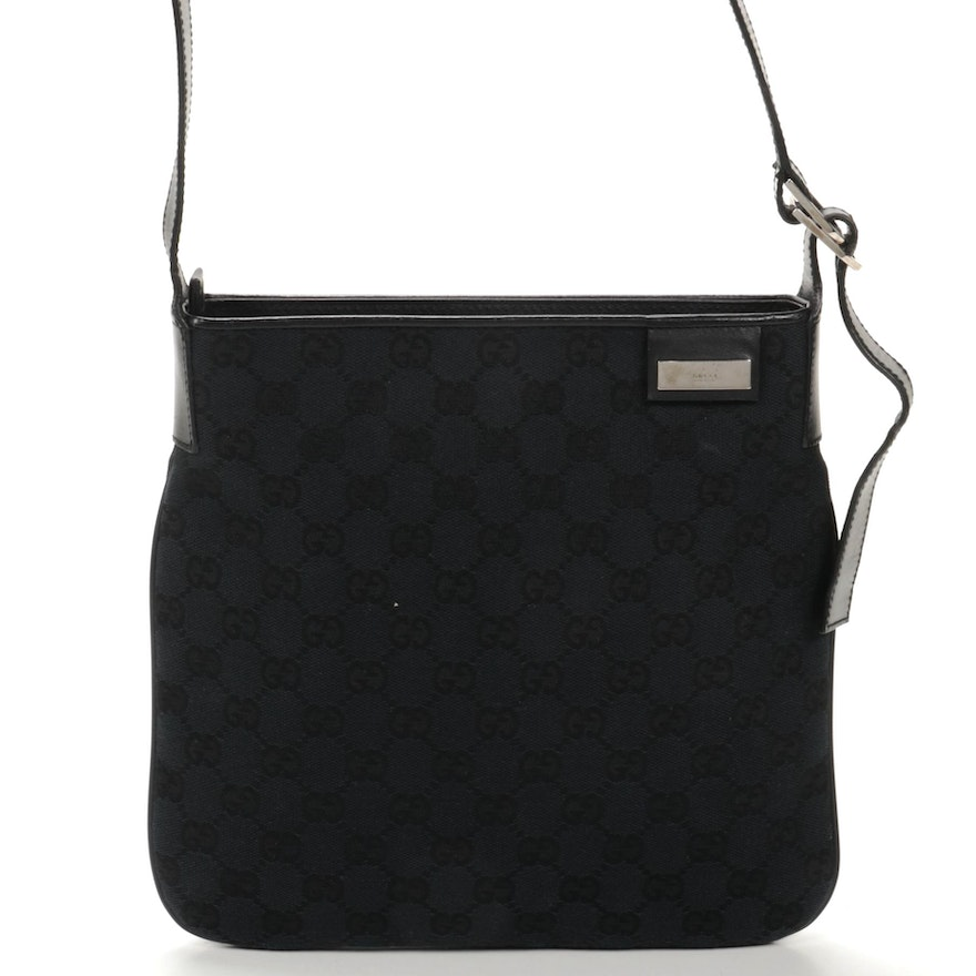 Gucci Shoulder Bag in Black GG Canvas and Leather
