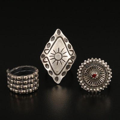 800 Silver Rings Featuring Wirework and Glass Accents
