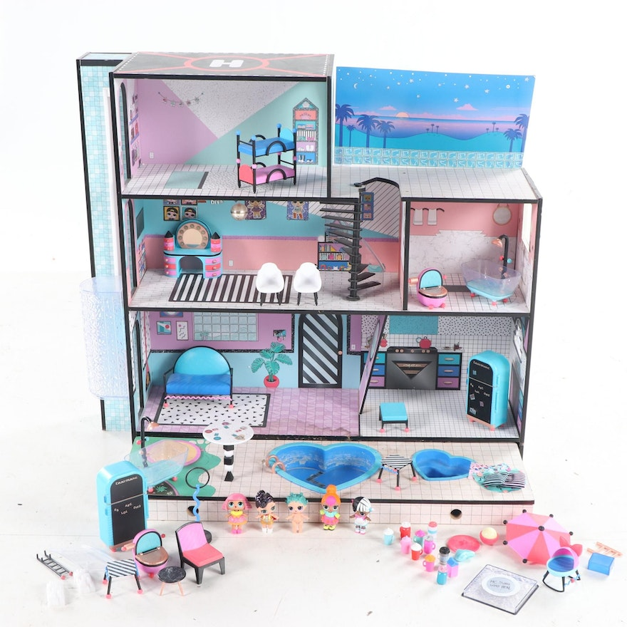 """LOL Dolls """"O.M.G. House"""" Wooden Playhouse with Accessories and Dolls"""