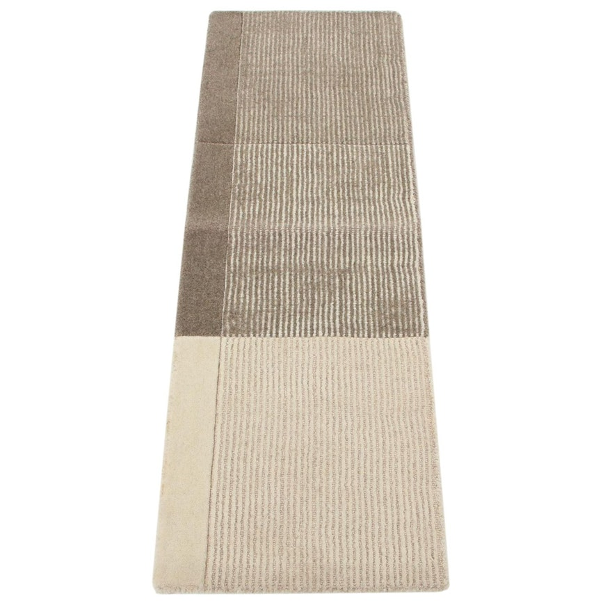 1'6 x 4'5 Machine Made Tufted Wool Carpet Runner
