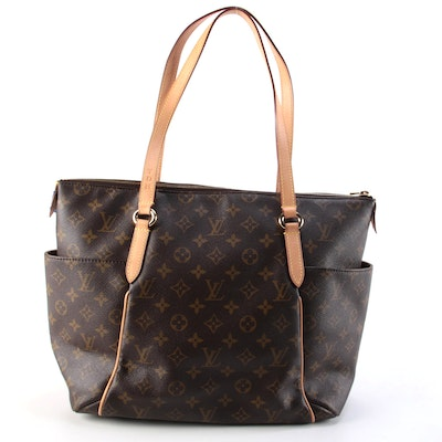 Louis Vuitton Totally MM Tote Bag in Monogram Canvas and Vachetta Leather Trim