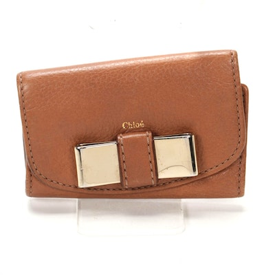 Chloé Six-Key Hook Case in Light Brown Grained Leather with Bow