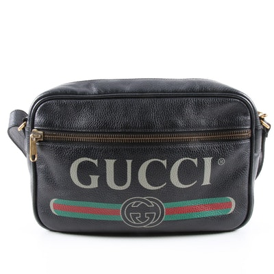 Gucci Logo Messenger Bag in Black Grained Leather