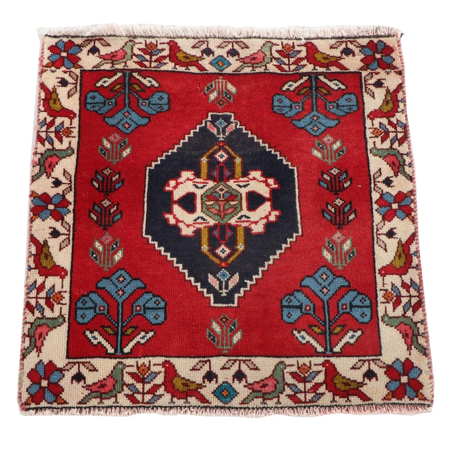 "2'1"" x 2'2"" Hand-Knotted Persian Abadeh Wool Floor Mat"