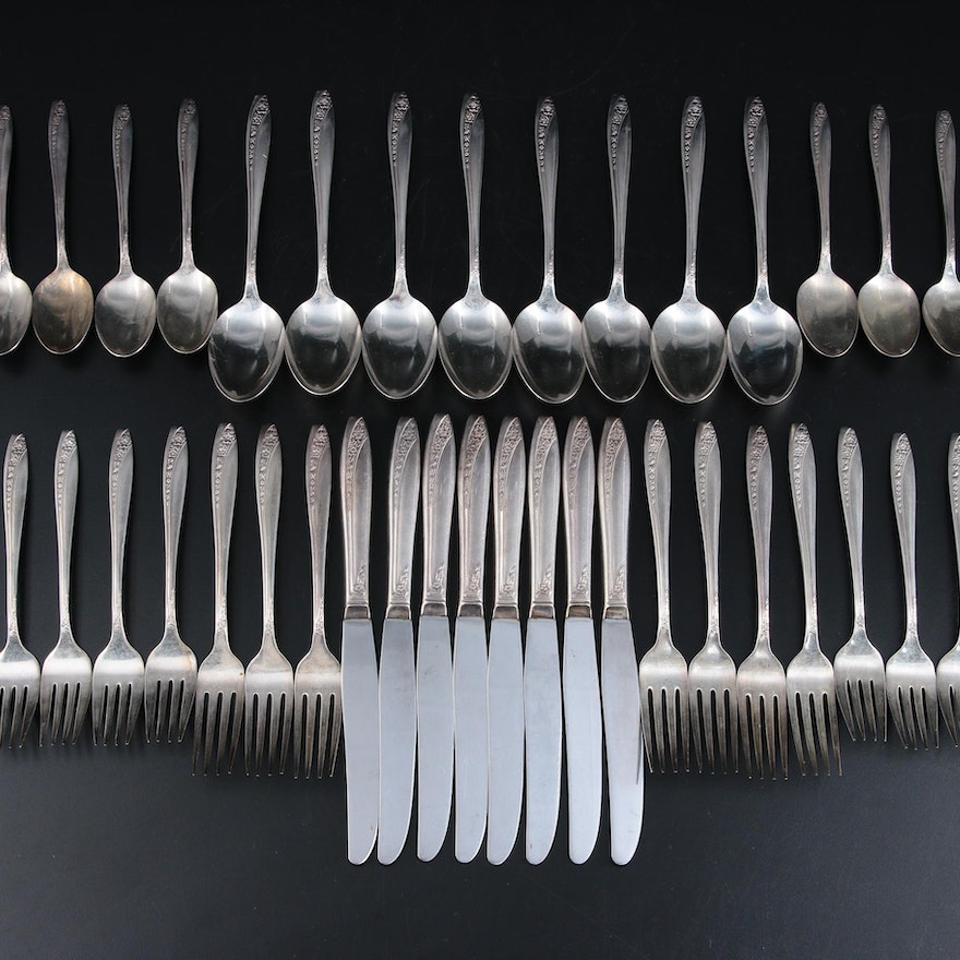 """William Rogers """"Starlight 1953"""" Silver Plate Flatware in Wood Chest"""