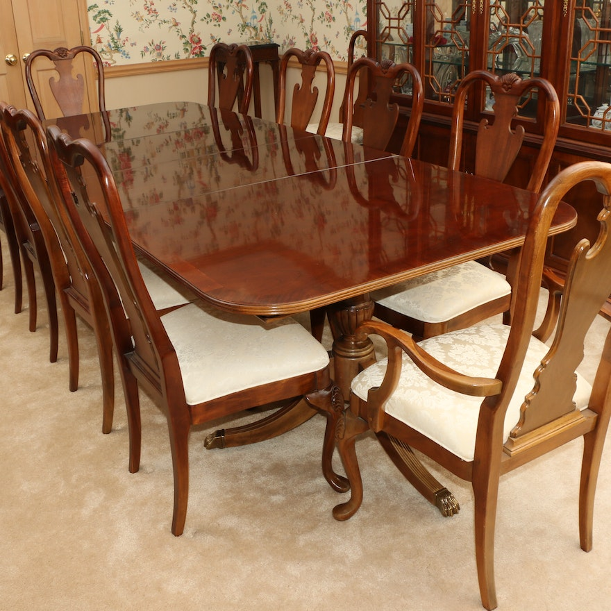 Thomasville Double Pedestal Dining Table and Queen Anne Style Chairs