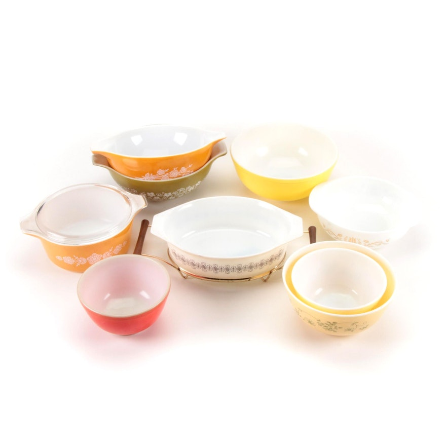 """Pyrex """"Empire Scroll"""" and """"Golden Tulip"""" Casseroles with Other Mixing Bowls"""