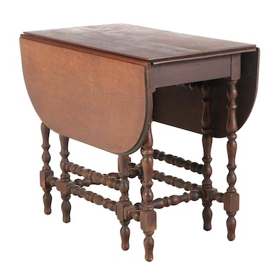 William and Mary Style Walnut Gate-Leg Dining Table, 20th Century