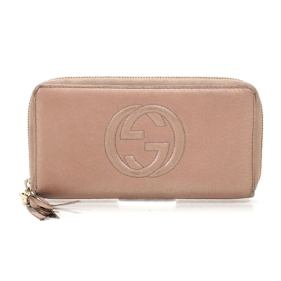 Gucci Soho Zip Around Wallet in Blush Grained Leather