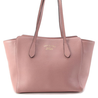 Gucci Swing Small Tote Bag in Pebbled Leather