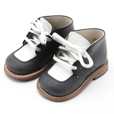 Children's Saddle Shoes by Foot Traits in Black and White Leather