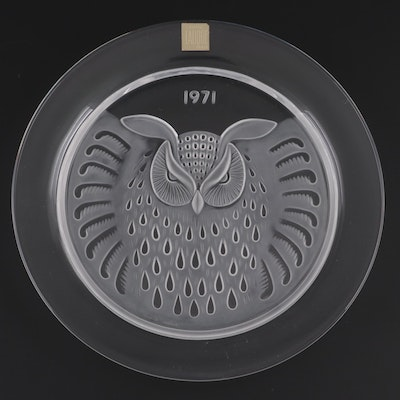 """Lalique """"Hibou"""" Frosted Crystal Collector's Plate, 1971"""