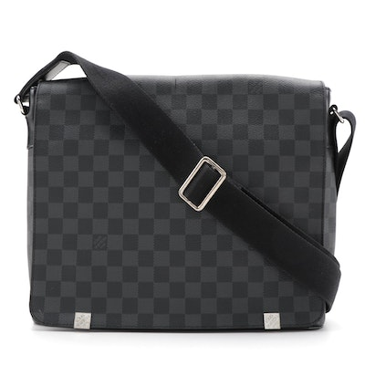 Louis Vuitton District MM Messenger Bag in Damier Graphite Canvas