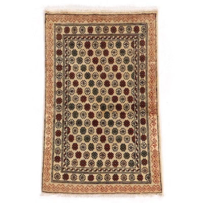 2'7 x 4' Hand-Knotted Pakistani Floral Accent Rug