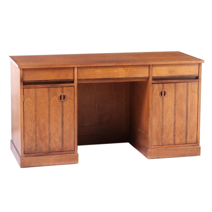 """""""Distinctive Furniture"""" by Stanley Mid Century Modern Walnut Executive Desk"""