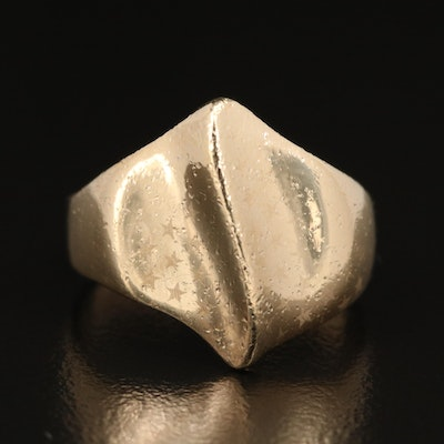 10K Knife Edge Wave Ring with Star Pattern