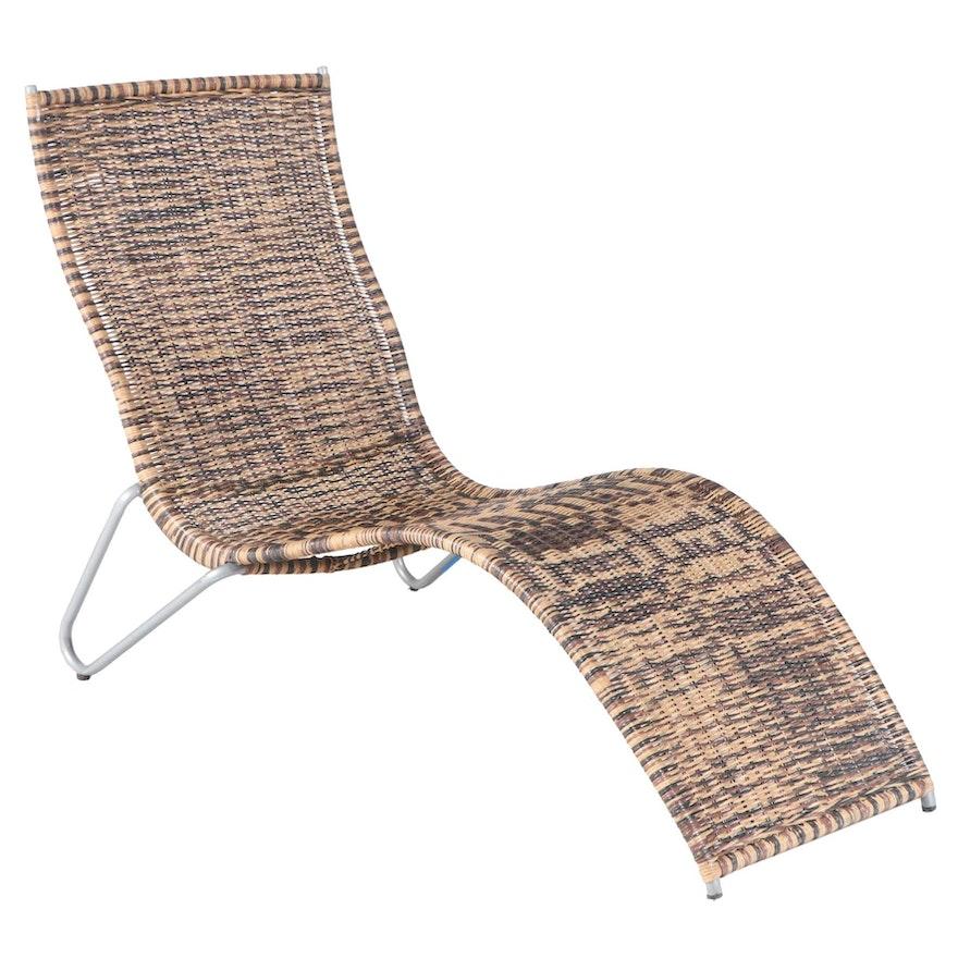 Retro Style Contoured Wicker Chaise Lounge
