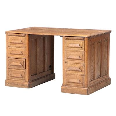 American Quartersawn Oak Double-Pedestal Desk, Early 20th Century