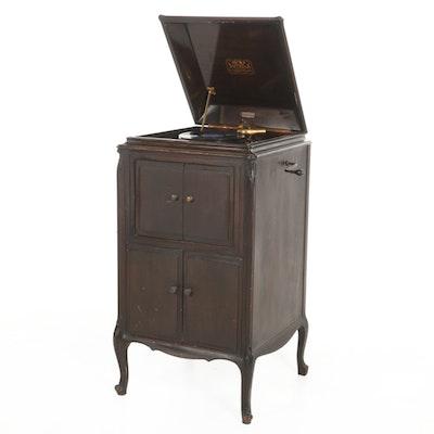 """Victor Talking Machine Co. """"VV-107"""" Cabinet Victrola, c. 1924"""
