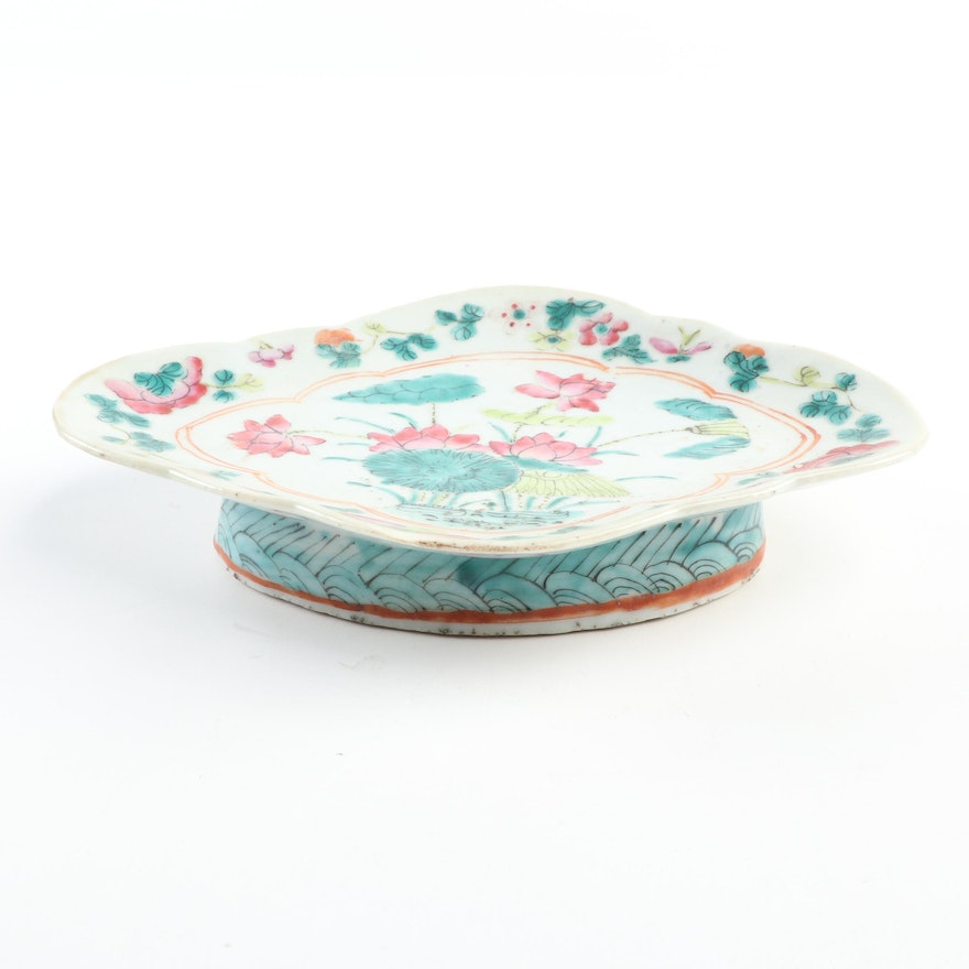 Chinese Famille Rose Footed Offering Plate, Late Qing Dynasty