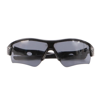 Oakley 09-670 Radar Sport Sunglasses in Black with Case and Pouch