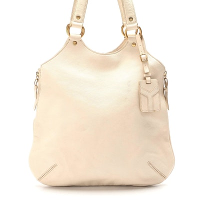 Yves Saint Laurent Shoulder Bag in Off-White Grained Leather with Luggage Tag