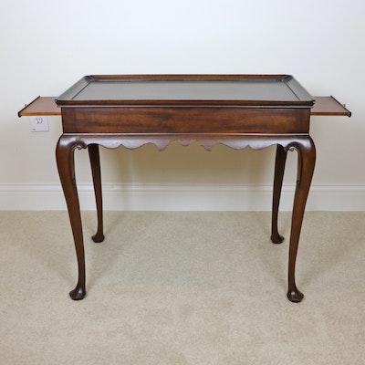 Henkel-Harris Queen Anne Style Wooden Tea Table