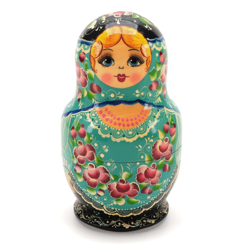 Handcrafted Floral Motif Russian Matryoshka Dolls, Mid to Late 20th Century