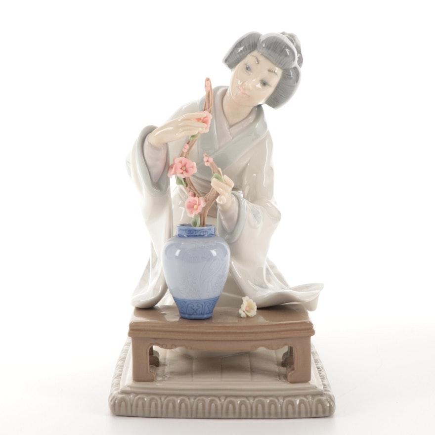 """Lladró """"Japanese Girl Decorating"""" Figurine Designed by Vicente Martínez"""