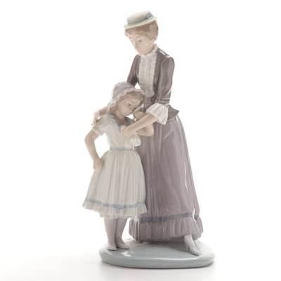 """Lladró """"Comforting Her Daughter"""" Porcelain Figurine Designed by Vicente Martínez"""