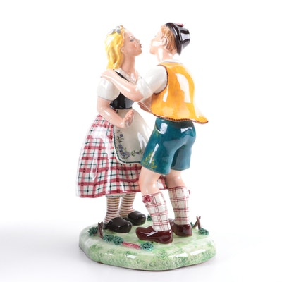 Italian Trevir Vicenza Ceramic Kissing Dutch Boy and Girl, Early to Mid 20th C.