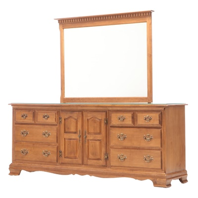 Heywood-Wakefield Chippendale Style Maple Nine-Drawer Dresser, Mid-20th Century