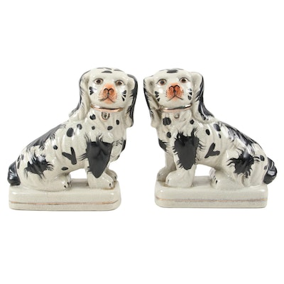 Staffordshire Style Pair of Porcelain Spaniel Figurine, Mid to Late 20th Century