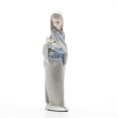 """Lladró """"Girl With Flowers"""" Porcelain Figurine Designed by Vicente Martínez"""