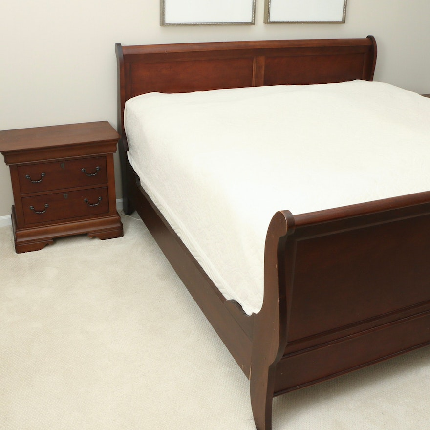 Broyhill Louis Philippe Style Mahogany-Stained King Sleigh Bed and Nightstands