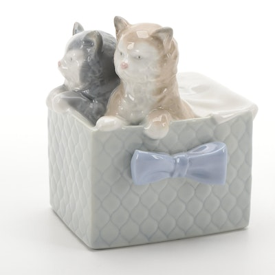 """Nao by Lladró """"Purr-fect Gift"""" Porcelain Figurine Designed by Francisco Catalá"""