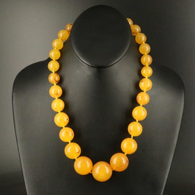 Graduated Resin Bead Necklace