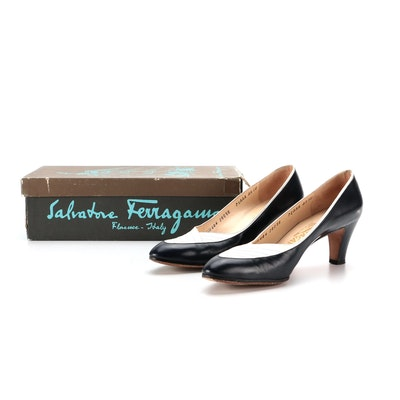 Salvatore Ferragamo Pumps in Navy and White Smooth Leather